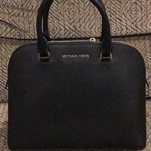 DR3) Women's Brand New Michael Kors Pocketbook